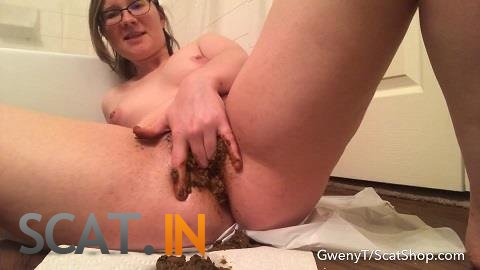 GwenyT - Stuffing my cunt with shit (FullHD 1080p)